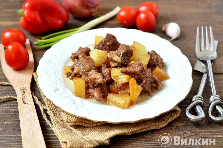 Тушеная баранина с картошкой