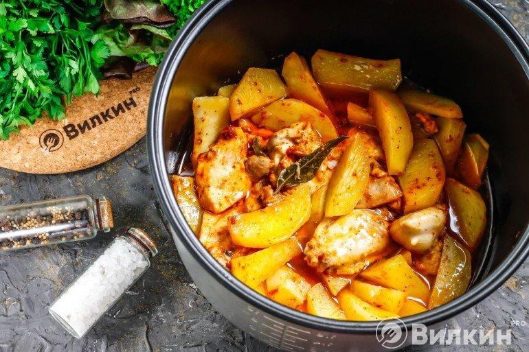 Готовая картошка с куриным мясом