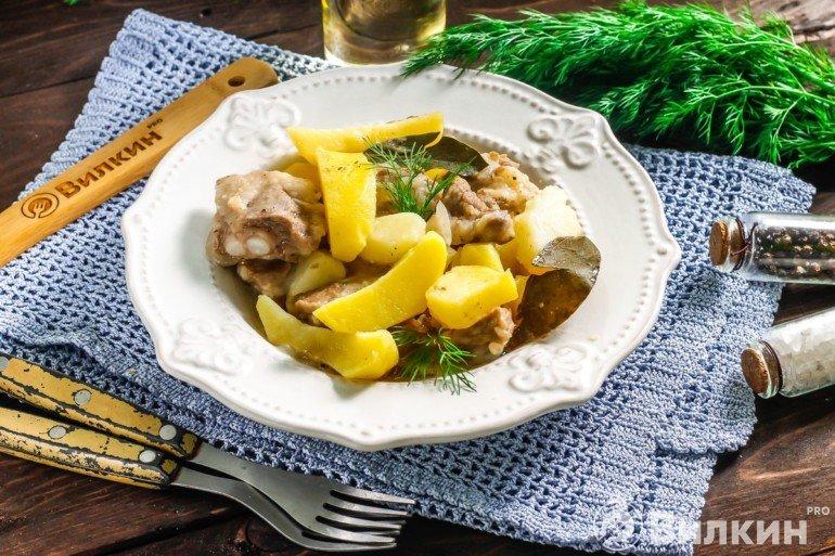 Порция картошки с мясом