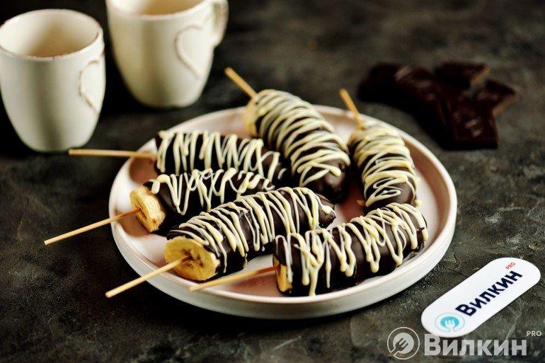 Бананы в шоколаде на палочках