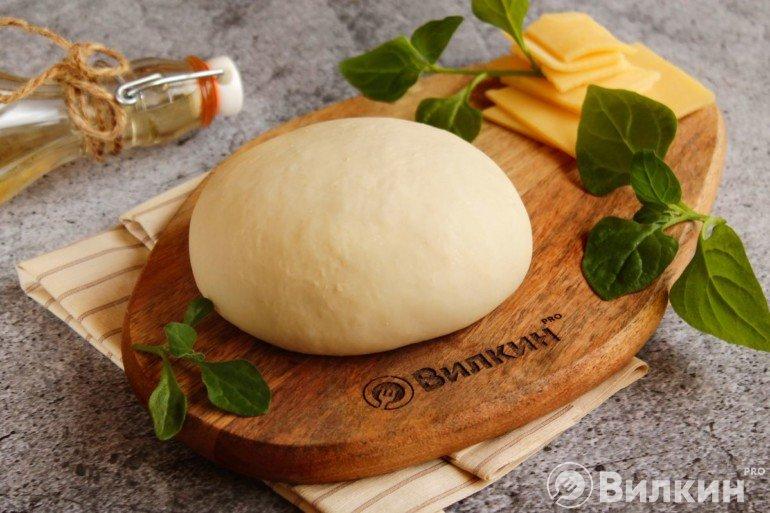 Дрожжевое тесто для тонкой пиццы