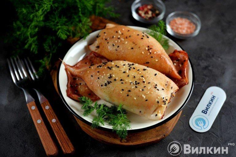 Кальмары, фаршированные рисом и грибами