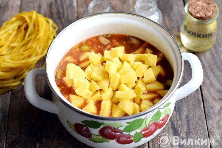 Добавление картошки в суп