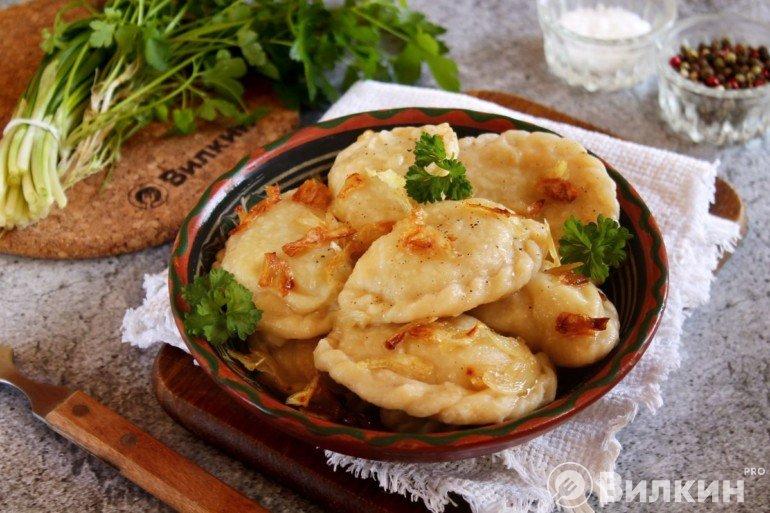 Домашние вареники с картошкой для постного рациона
