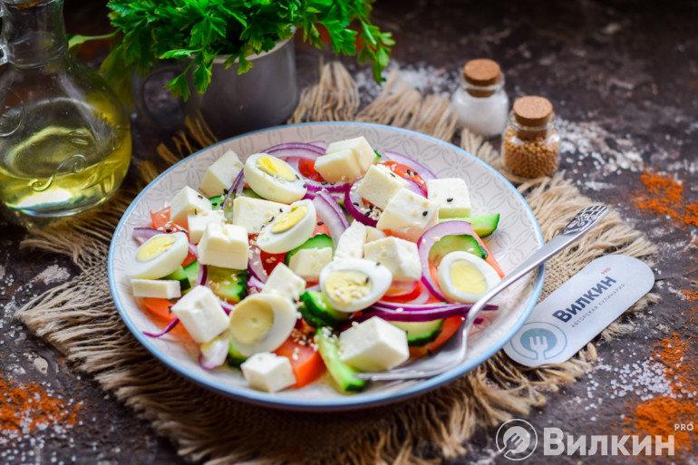 Готовый салатик с брынзой