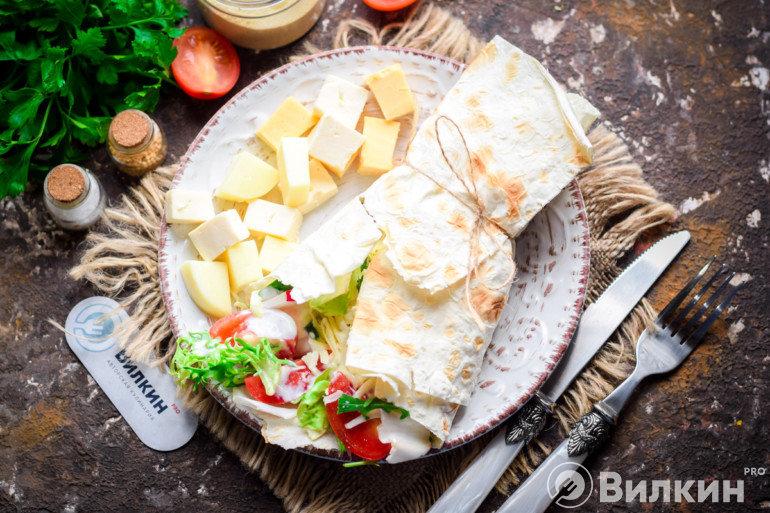 Салат в лаваше для перекуса