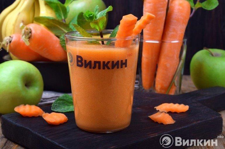 Смузи из моркови, банана и яблок