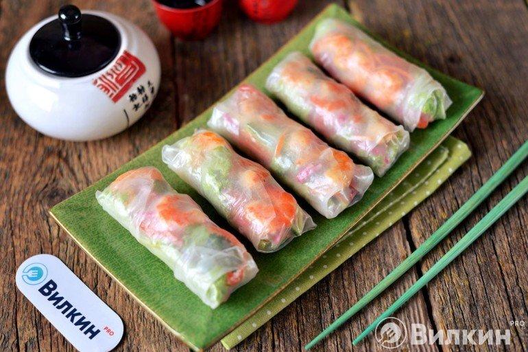 Спринг-роллы из рисовой бумаги с креветками и овощами