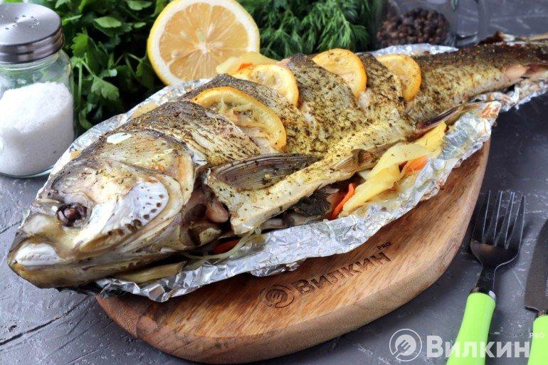 Подача готовой рыбы на стол