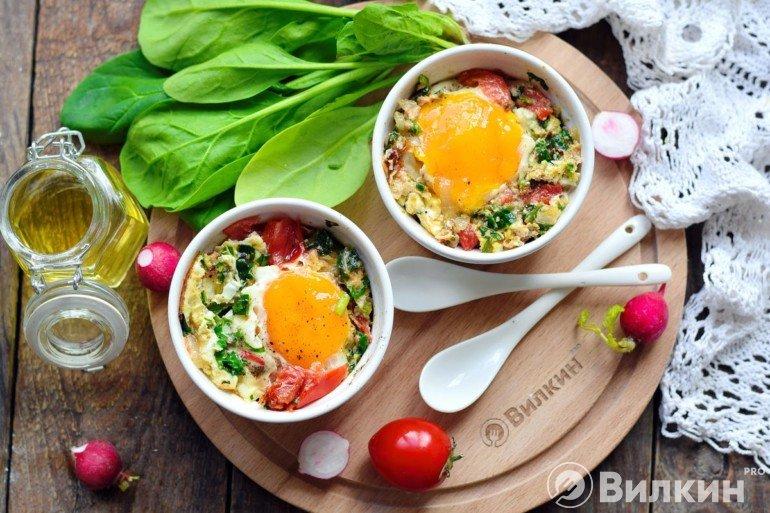 Яйца с овощами в микроволновке