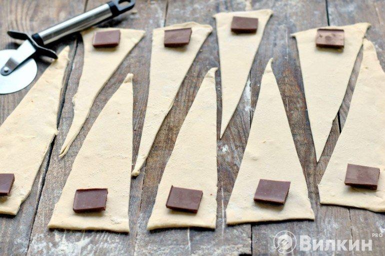 Раскладка кусочков шоколада