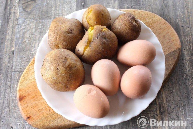 Вареные яйца и картошка