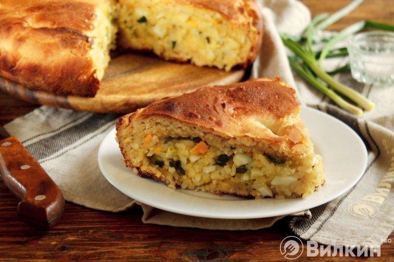 Дрожжевой пирог с рисом и яйцом