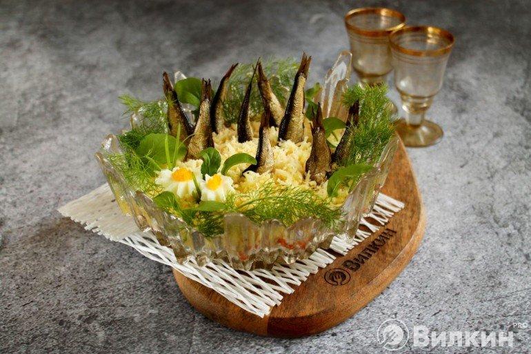 Украшение и подача салата на праздничный стол