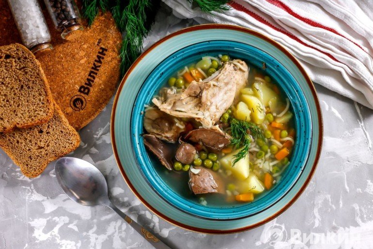 Суп из кролика с зеленым горошком