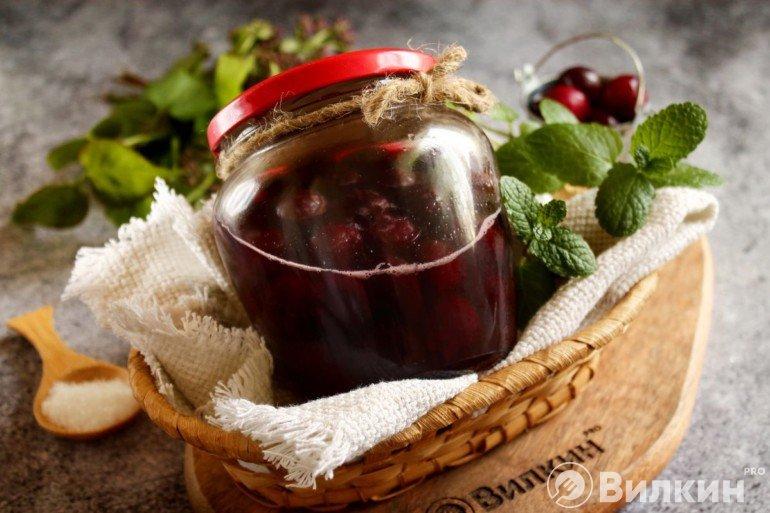 Заготовка с вишней в собственном соку