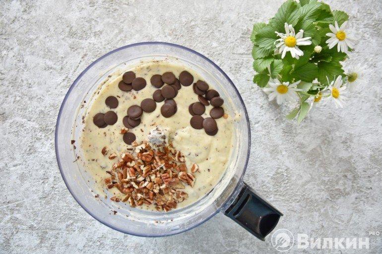 Добавление орехов и шоколада