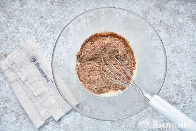 Соединение сухих ингредиентов с жидкими