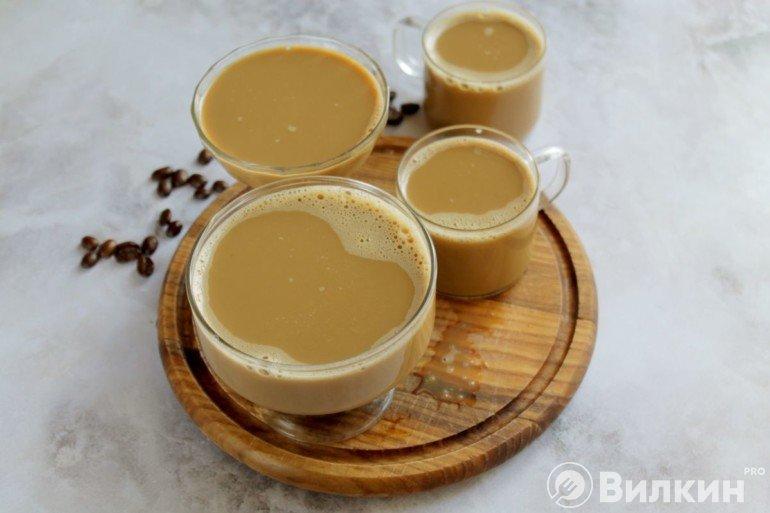 Подготовленные емкости с кофе к охлаждению