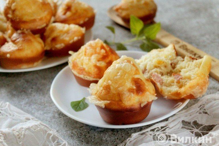 Маффины с ветчиной и сыром на завтрак или перекус