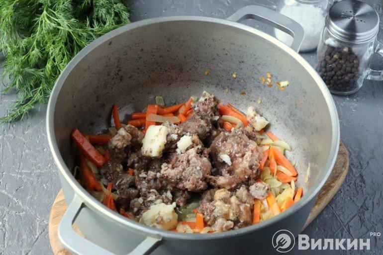 Обжарка овощей с тушенкой