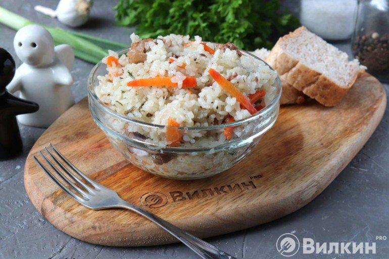 Рис с тушенкой на скорую руку