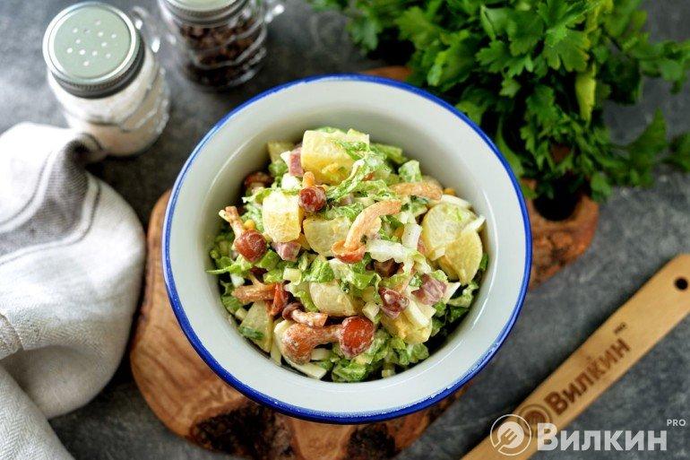 Салат с опятами и пекинской капустой