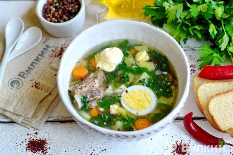 Суп из крапивы с яйцом и мясом на обед