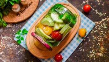 Ассорти из огурцов, помидоров и кабачков на зиму