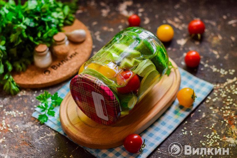 Баночка с овощным ассорти на зиму