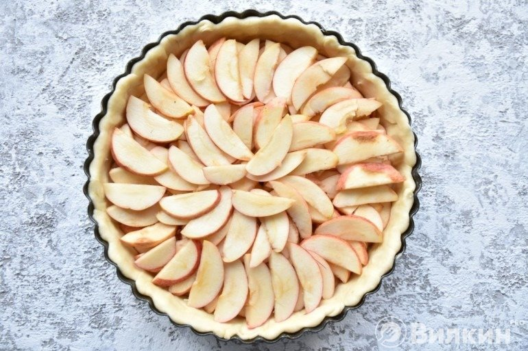 Заполнение серединки яблоками