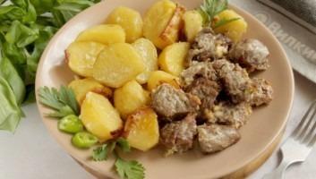 Картошка с мясом в духовке с майонезом