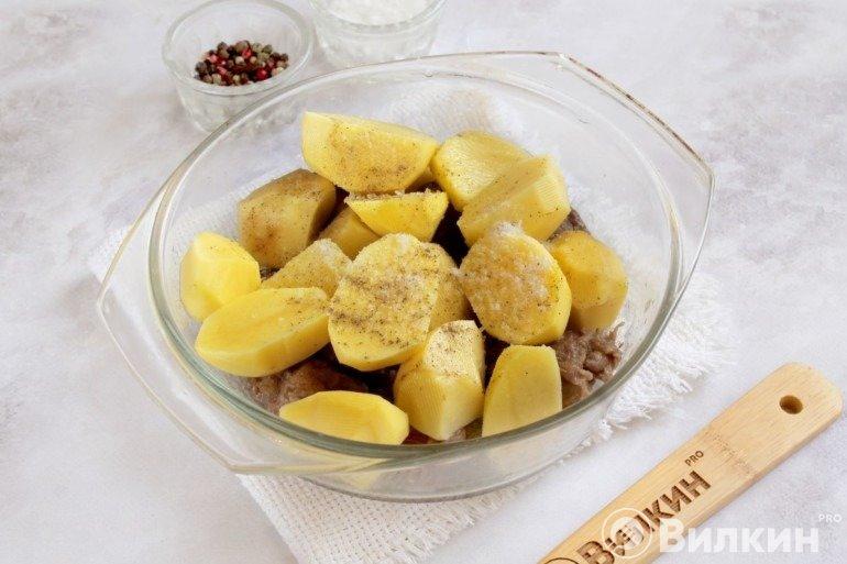 Добавление картошки со специями