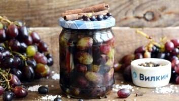 Баночка с маринованным виноградом на зиму