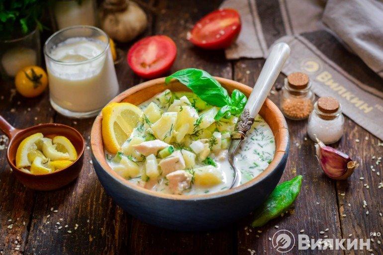 Подача холодного супа к столу