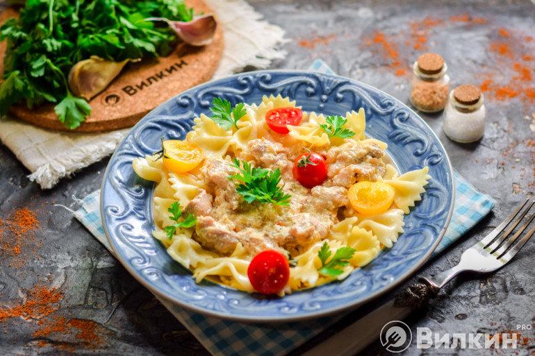 Выкладка готового блюда в тарелку