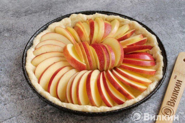 Выкладка яблок