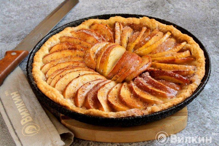 Постный пирог с яблоками к чаю или кофе