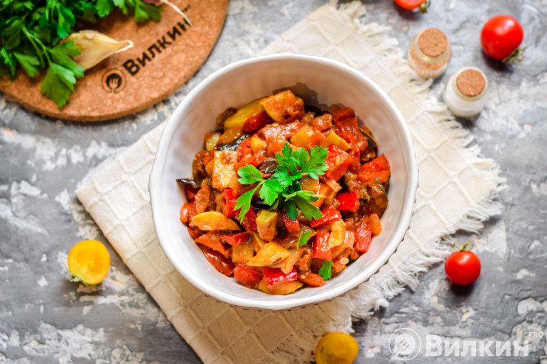 Овощное рагу из баклажанов и кабачков на ужин