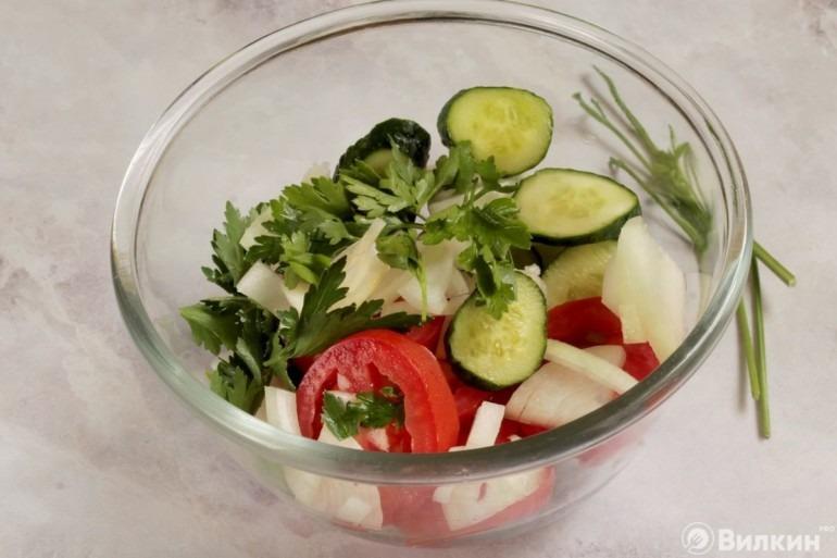 Загрузка ингредиентов в салатник
