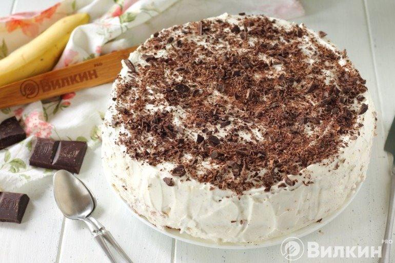 Шоколадный торт с бананами на десерт