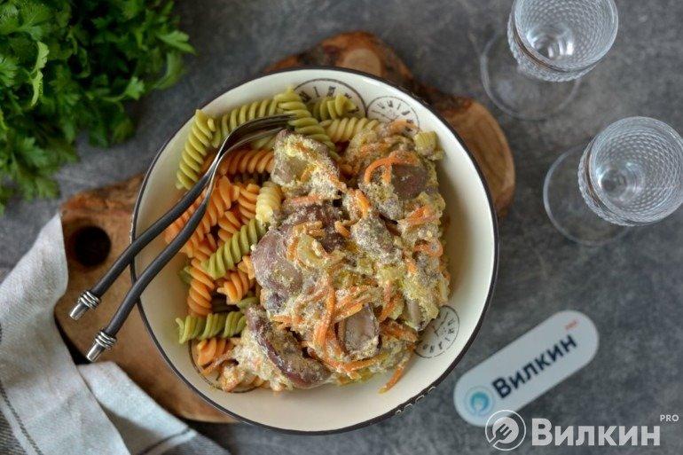 Макароны с куриной печенью в сливках