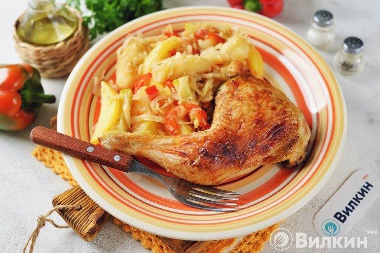 Подача овощного рагу с курицей
