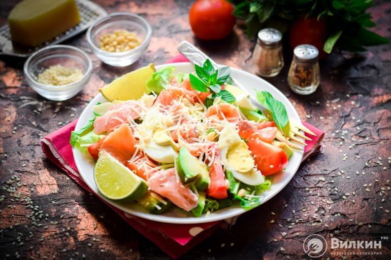 Салат с рыбой и авокадо