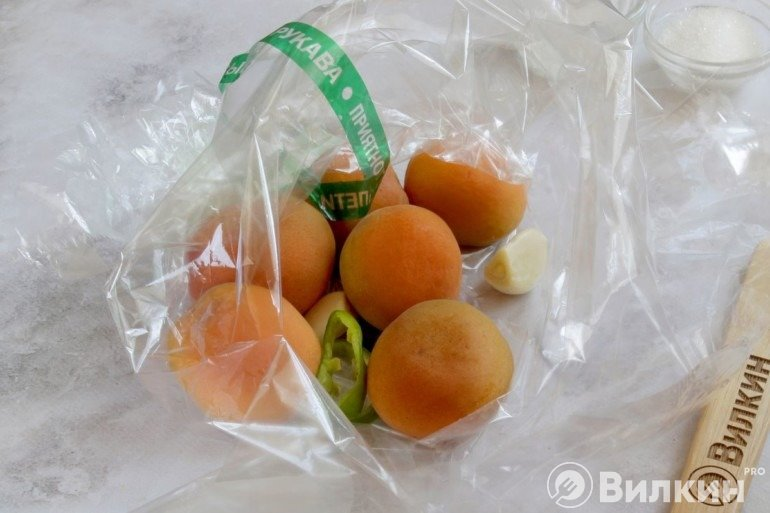 Абрикосы в пакете