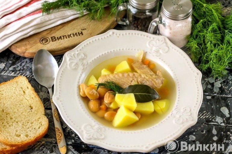 Суп с фасолью и курицей на обед