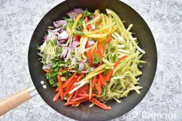 Закладка всех остальных овощей