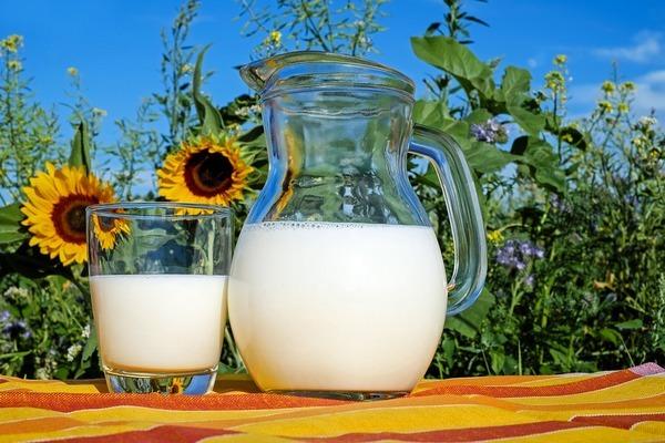 Из чего делают молоко, которое вы покупаете в магазинах