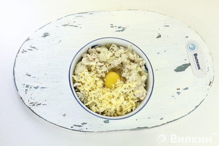 Добавление сыра и яйца
