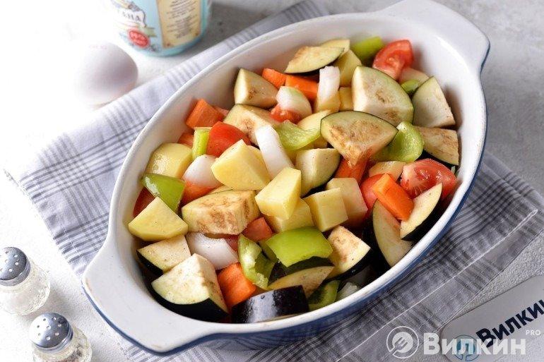 Закладка овощей в форму